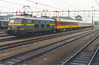 NMBS 2510 with three Benelux cars at Roosendaal, May 9, 1986 (cklx) Tags: beneluxtrein beneluxtrain nmbs 2510 roosendaal