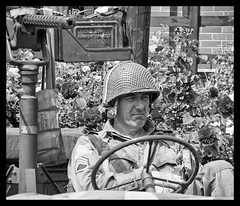 Great Central Railway 1940s weekend. (Adrian Walker.) Tags: elements bw usarmy jeep gun gcr 1940s wartime reenactments people canon80d tamron frame