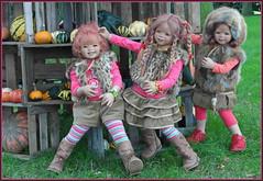 Hier kommt was ins rutschen ... (Kindergartenkinder) Tags: kürbis hofladen kindergartenkinder annette himstedt dolls annemoni sanrike tivi