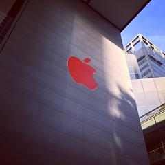 Landmark (Shah Hobbyist Photographer) Tags: appleinc red applelogo applesingapore singapore iphone6splus applestore apple