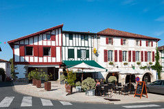 BASTIDE CLAIRENCE-127 (MMARCZYK) Tags: rouge pays basque france nouvelleaquitaine pyrénéesatlantiques bastideclairence 64 architecture vernaculaire colombage bastide navarre