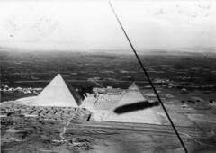 henry cord meyer image (San Diego Air & Space Museum Archives) Tags: pyramid pyramids pyramidsatgiza giza egypt