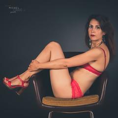 Laure (www.michelconrad.fr) Tags: rouge canon eos6d eos 6d ef24105mmf4lisusm 24105mm 24105 femme modele portrait studio noir lingerie fauteuil pose
