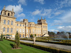 Blenheim Palace, Oxford 11.09.17 (dkmcr) Tags: daytrip travel landscape tourism scenery view visitbritain visitengland excursions 2017 blenheimpalace oxford formalgarden fountain