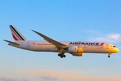 Air France F-HRBA (shumi2008) Tags: airfrance airfrance789 boeing787 boeing787900 skyteammember toronto pearsonairport pearsonpov yyz cyyz