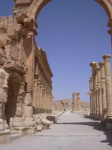 Palmyra (Tadmor), Monumentalbogen des Septimius Severus in der Kolonnadenstrasse Aurelian beendet.