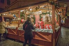 Christmas market, Stortorget, Stockholm (Gösta Knochenhauer) Tags: nik 2017 december panasonic lumix fz1000 dmcfz1000 stockholm sverige sweden schweden suède svezia suecia market p9130145nik p9130145 julmarknad christmas old town gamla stan weihnachtsmarkt night