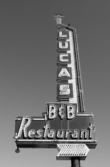 Lucas B&B Restaurant (dangr.dave) Tags: architecture dallas dallascounty downtown historic texas tx lucasbbrestaurant neon neonsign bb restaurant lucas