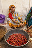 BADAMI:LES PETITS PIMENTS (pierre.arnoldi) Tags: inde india canon on1raw pierrearnoldi photoderue piments karnataka badami portraitdefemme portraitsderue photooriginale photocouleur