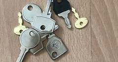 """Der Schlüssel. Die Schlüssel (pl.) Schüssel können Türen öffnen oder Koffer. Ich habe viele Schlüssel, bei denen ich nicht weiß, was sie öffnen. :-) #vocab #vokabel #deutsch #german #lernen #learn #onewordaday • <a style=""""font-size:0.8em;"""" href=""""http://www.flickr.com/photos/42554185@N00/37557198375/"""" target=""""_blank"""">View on Flickr</a>"""