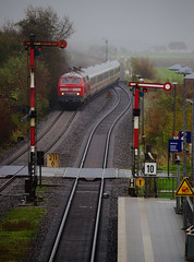 Semaphores by Water and Rails - On the 28th October 2017 a pair of Class 218's pass through Klanxbull with the IC2072 0530 Dresden Hbf to Westerland (Sylt).
