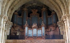 The organ of St. Mammes cathedral in Langres (Sokleine) Tags: stmammes cathedral catholic cathédrale culte religion heritage frenchheritage mn monumenthistorique langres champagneardennes grandest france hautemarne 52200 orgue organ chapiteaux capitals