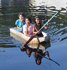 preteen girls in a boat (the foreign photographer - ฝรั่งถ่) Tags: three preteen girls fiberglass boat khlong lat phrao portraits bangkhen bangkok thailand nikon d3200