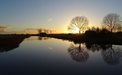 20171106 29 Munnekezijl (Sjaak Kempe) Tags: 2017 herfst autumn sjaak kempe sony dschx60v nederland the netherlands niederlande friesland fryslân munnekezijl zijldiep zonsondergang sunset