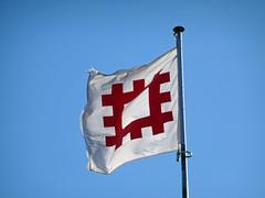 English Heritage flag at Stokesay Castle -- photo 3 (Dunnock_D) Tags: uk unitedkingdom britain england shropshire stokesay castle blue sky englishheritage flag logo