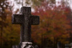 Autumn & Cross 4 (Keztik) Tags: malvern cemetery cimetiere autumn automne fall orange tombstone nikon d3200 croix cross