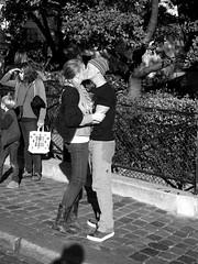 French kiss n. 4 (Franco & Lia) Tags: street photographiederue fotografiadistrada paris parigi france francia montmartre frenchkiss bacio baiser noiretblanc blackandwhite biancoenero