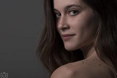 Yael (Sento MM) Tags: retrato estudio flash modelo desnuda nude pecas ojos alicante