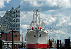 Elphi & ship (explored) (Simple_Sight) Tags: hamburg elphi elbphilharmonie hafen harbour schiff ship water sky clouds himmel wolken