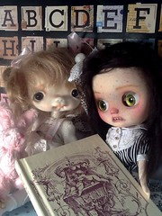 Blythe-a-Day#18. Books&#20. Unity: Cilla (left) and Nerissa (right)