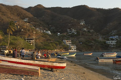 Taganga Beach (Rosca75) Tags: colombia colombie people sunset boat mountains beach