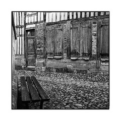 behind the chapel too • honfleur, normandy • 2016 (lem's) Tags: chapel paved street wooden house bench chapelle banc rue pavée colombage maison honfleur normandy normandie rolleiflex planar