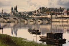 Blois ce matin...les gabarres, le vieux pont.... (josettegoyer) Tags: blois france centre loire