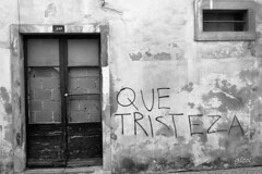 on the wings of time (gicol) Tags: santarem portugal pt portogallo house casa vecchia vieja old cadente falling centro storico tristeza tristezza sadness