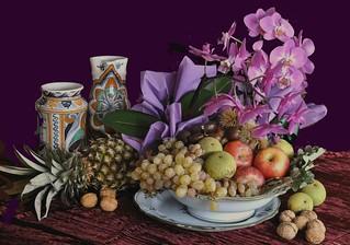 Frutta autunnale e orchidee.
