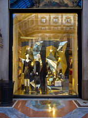 Shopping-Tour # 2 (schreibtnix on 'n off) Tags: reisen travelling italien italy mailand milan schaufenster shopwindow einkaufen shopping mode fashion einkaufsbummel shoppingtour olympuse5 schreibtnix