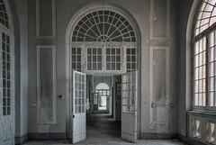 Porte bianche per stanze oscure - [Manicomio] (Lorenzo Marini 88) Tags: urban urbex urbanexploration asylum decay old abandoned sony light exploration explorations abbandono