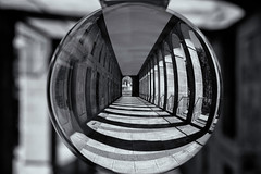 1.-Arquillos (Sergio Nevado) Tags: arquillos vitoria gasteiz alava araba pais vasco euskadi basque country blanco negro black white bola cristal ball esfera sphere apilado macro