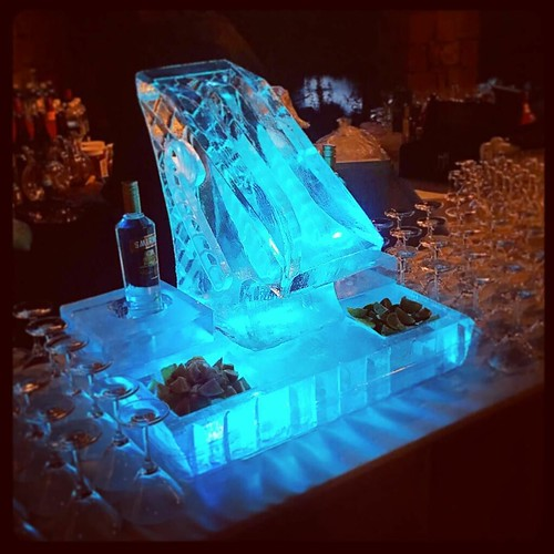 This was a fun #holiday #bar display for a #houseparty tonight. #fullspectrumice #iceluge #thinkoutsidetheblocks #brrriliant - Full Spectrum Ice Sculpture