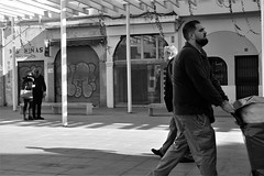 capturando instantes (Musgo Rojo) Tags: malaga city center downtown costa del sol street life streetphotography bw blanco y negro panasonic lx3 leica