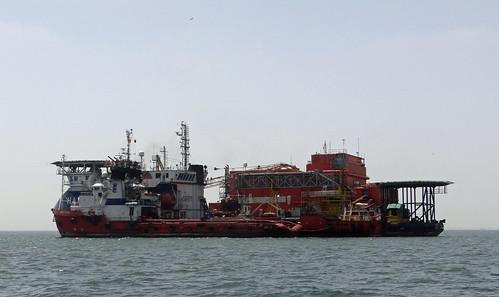094a DSC09185c Oil industry vessels. Walvis Bay, Namibia. 2017 10 27
