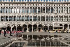 Venedig_MSC9427 (! . Michael Schultes . !) Tags: architecture architektur europa europe fotoreise italia italien italy reise travel venedig venezia venice wasser workshop markusplatz gebäude personen