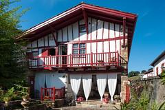 BASTIDE CLAIRENCE-121 (MMARCZYK) Tags: rouge pays basque france nouvelleaquitaine pyrénéesatlantiques bastideclairence 64 architecture vernaculaire colombage bastide navarre