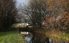 Straaltje winterzon (Maurits van den Toorn) Tags: trein train zug treinstel emu sprinter sgm ns leiden alphen reflectie reflection brug bridge