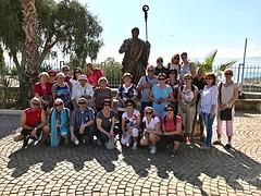 1 - Zarándokok Kafarnaumban, Szent Péter szobránál - Pútnici v Kafarnaum pri Soche sv. Petra