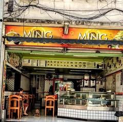 dois pastéis, por favor! (luyunes) Tags: bar bares botequim boteco luciayunes motoz pastel pastelaria