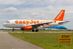 easyJet | Airbus A319 | G-EZII | 04.07.2017 | Amsterdam - Schiphol (Maciej Deliś) Tags: easyjet airbus a319 gezii amsterdam schiphol airport victor