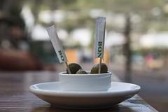 2017 10 08 -  Ischia - (115) (Giovanni.Ciliberti) Tags: ischia aperitivo olive still life ridotta profondità di campo stuzzicadenti piattino