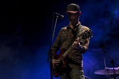 En la imagen se puede ver al cantante del grupo durante un momento del concierto ofrecido en el Ermua Antzokia el viernes 17 de noviembre de 2017.  Fotografía cedida por el fotógrafo local Óscar Blanco Gutiérrez