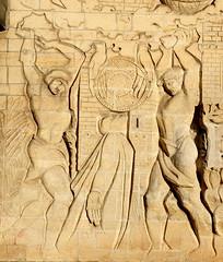 Martyre d'Etienne à l'église saint Paul des Sablons (frediquessy) Tags: martyre saintetienne basrelief saintpauldessablons compiègne église sculpture georgesmuguet oise picardie décor religion
