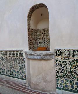 Le puits et ses zelliges, Musée El Greco, paseo del Transito, Tolède, Castille-La Mancha, Espagne.