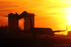 Sunset landing and take off (Artyom Anikeev) Tags: spotting sheremetyevo svo uuee avia aviation airplane artyomanikeev anikeev airliner planespotting plane canon 5dmkiii ef600 sunset sun aeroflot airbus a320