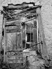 Abandoned. (Ia Löfquist) Tags: crete kreta vandra vandring hike hiking walk walking window fönster ruin övergiven fs171126 overgiven fotosondag fotosöndag