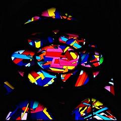 1 - Reims - Cathédrale Notre-Dame - Chapelle Jeanne d'Arc - Vitrail d'Imi Knoebel - Détail (melina1965) Tags: reims marne grandest octobre october 2017 nikon d80 macro macros église églises church churches vitrail vitraux stainedglasswindow stainedglasswindows