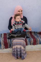 Mare i fill (Porschista) Tags: pobladonubio aswan egipte madre mare mother baby bebé fill hijo son