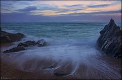 Trabajos del agua. (antoniocamero21) Tags: mar costa playa agua cielo rocas atardecer olas temporal color foto sony llorell marina tossa girona catalunya